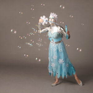 Bubbles giant and small Ice queen performer