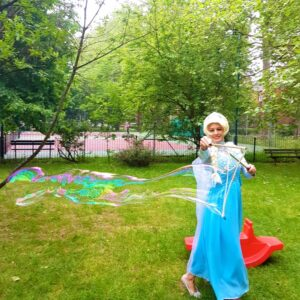 Queen Elsa Lookalike Giant Bubble Fun