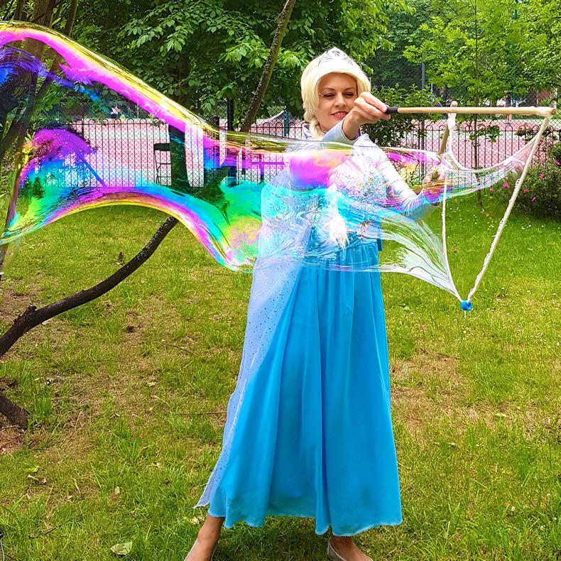 Queen Elsa Lookalike Bubble Meet & Greet
